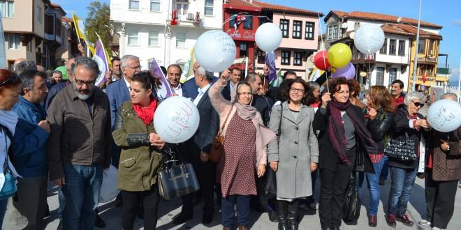 Mudanya'da barış balonları gökyüzüne bırakıldı