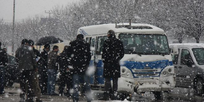 Bursa-İzmir yolunda kilometrelerce araç kuyruğu