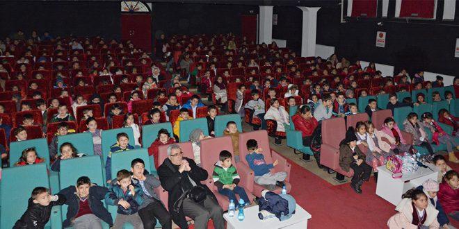 Mudanya'da öğrenciler Hacivat ve Karagöz ile buluşuyor