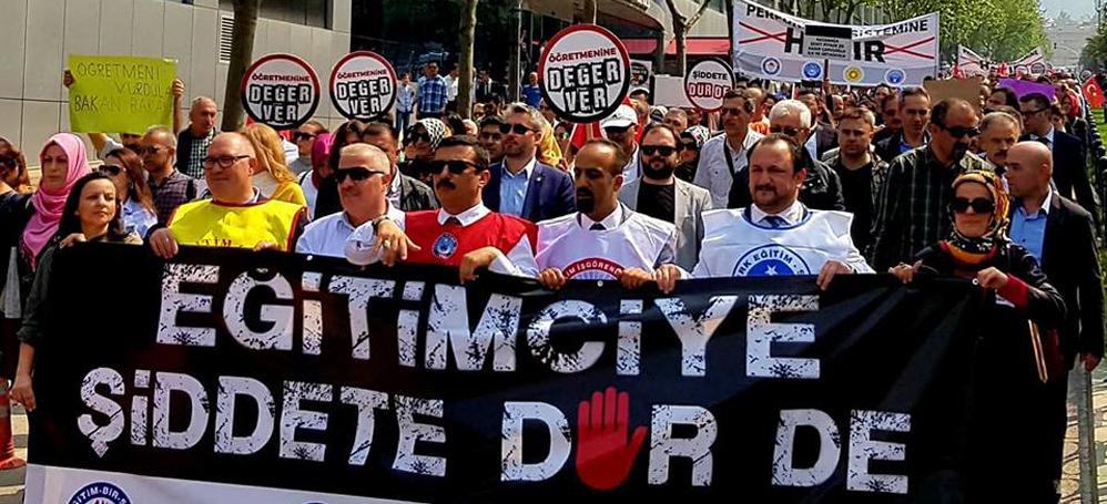 """Bursa'da binlerce öğretmen şiddete karşı yürüdü! """"Bakan istifa"""""""